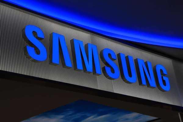 Samsung запатентовал смартфон с двумя экранами