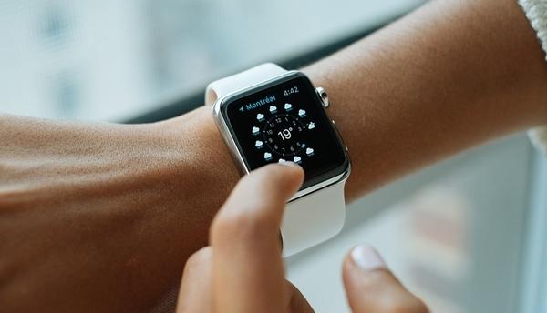 Объем рынка носимых устройства вырастет почти вдвое к 2021 году