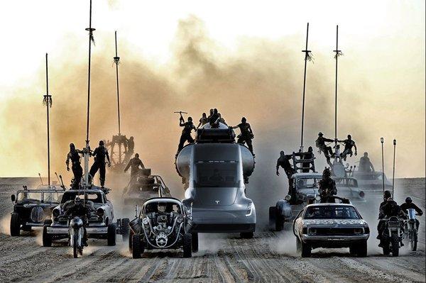 Автопилот грузовиков Tesla получит режим «Безумный Макс», чтобы быть более агрессивным на дороге