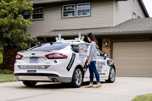 Американская пиццерия Domino's Pizza начинает доставлять заказы на робомобилях