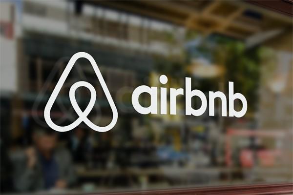Airbnb впервые вышел в плюс