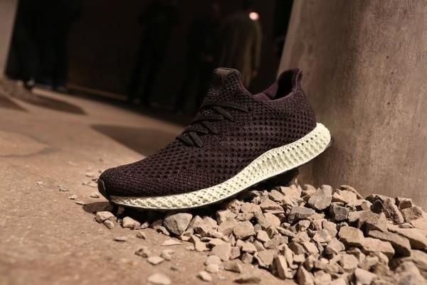 Adidas запустил массовое производство кроссовок, напечатанных на 3D-принтере