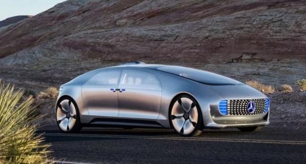 Mercedes запустит сервис самоуправляемых авто уже через год