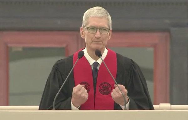 Тим Кук выступил перед выпускниками MIT